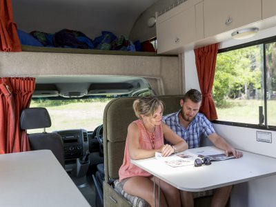 Camping car Cheapa Campa 6 Berth en Australie - table