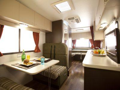 Camping car StarRV Hercules en Australie - espace de vie